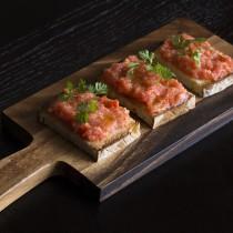 Pan con tomate - rustic tomato bread at aqua nueva
